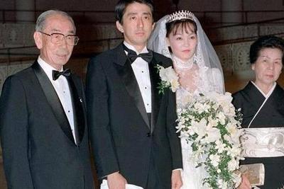 各国领导人的罕见结婚照,普京最青涩,安倍最严肃,特朗普最勉强