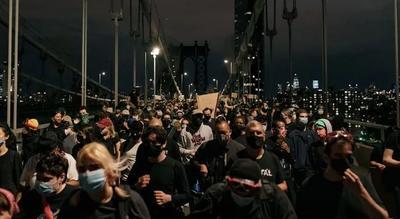 明州升级涉案警察指控 曼哈顿大桥抗议者对峙警察 纽约枪击三人丧生