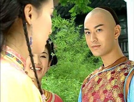 原创 还珠:晴儿与萧剑眉目传情的时候,谁注意老佛爷表情?早已察觉