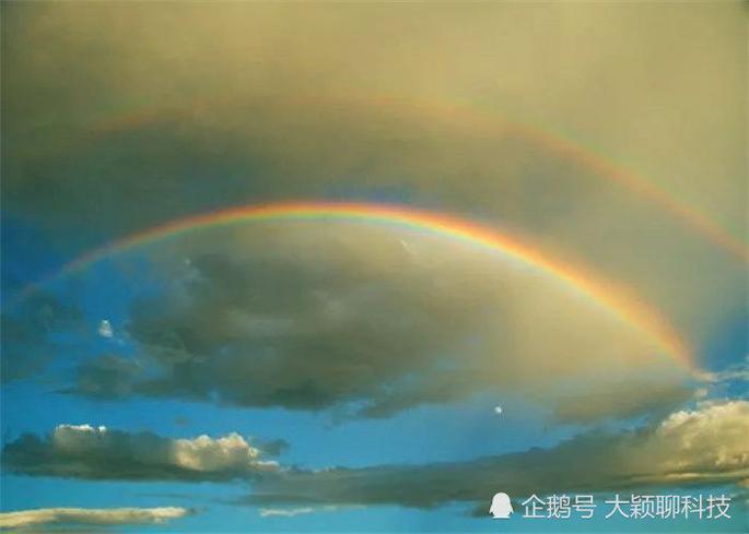 """日本出现超自然现象,天空多了一抹""""霓虹云"""",这是什么原因?"""
