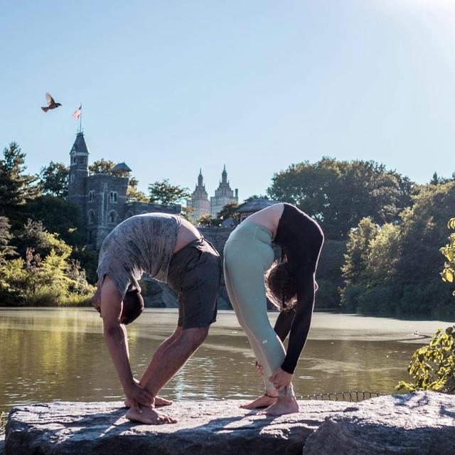 髋和肩膀很不灵活,哪些瑜伽体式可以有效改善?