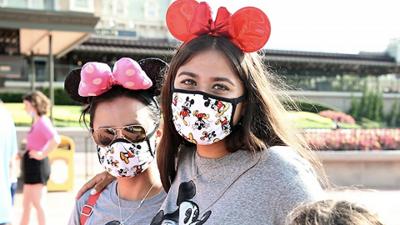 时隔4个月奥兰多迪士尼乐园重开,游客欢呼、米奇不让合影