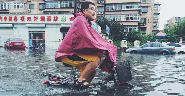 全境防水瞬扣包,地上水下都能用,下雨游泳照样玩手机