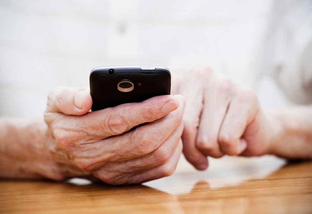 如何让老年人更好地融入互联网时代?