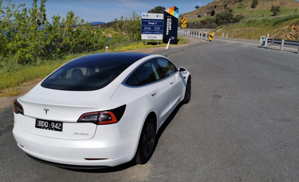 马斯克:特斯拉全自动驾驶系统测试版2周内大规模发布