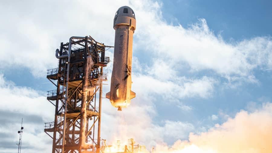 蓝色起源火箭搭载升级版太空舱完成试飞,最早4月送人上太空