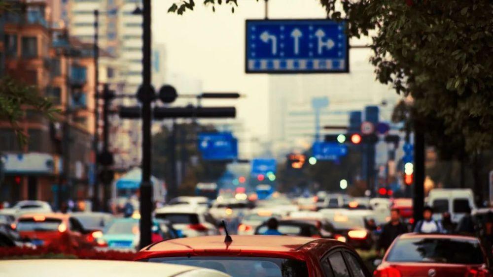 小县城里的线上生活:车程三分钟收费20元的规则被打破